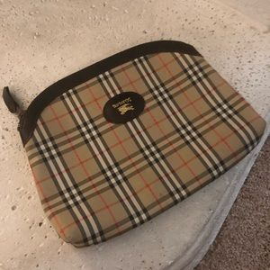 ❤️Authentic Burberry cosmetic bag 7 1/2 x 10.
